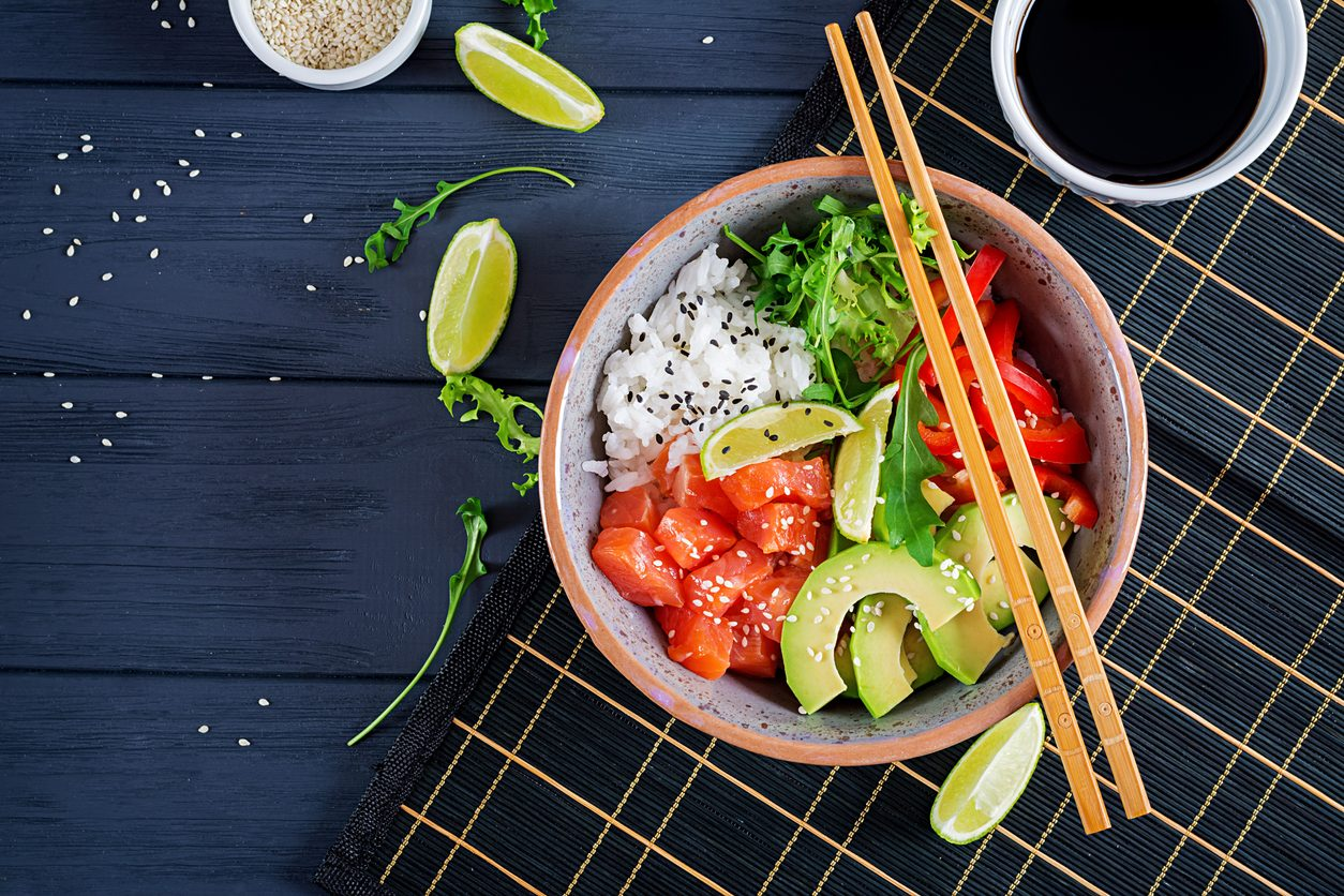 Poke bowl al salmone: la ricetta della cucina delle Hawaii