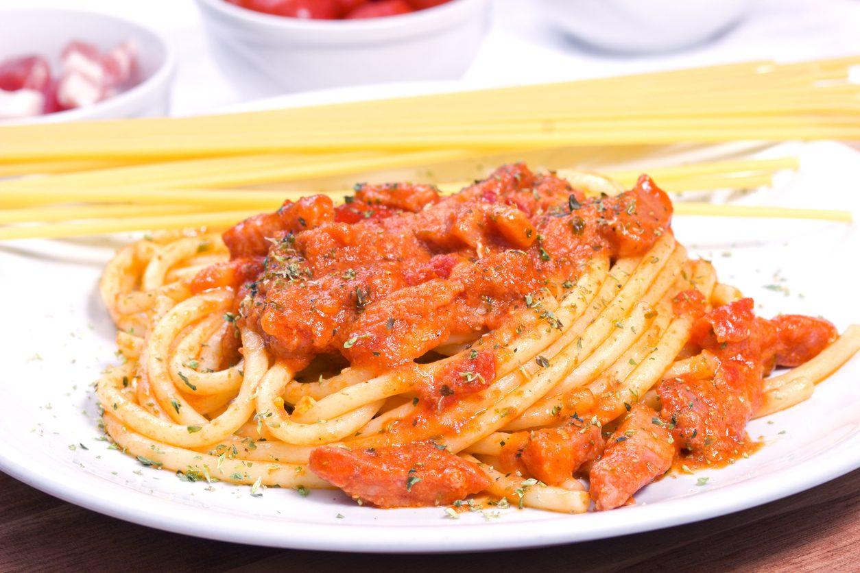 Bucatini alla ciociaria: la ricetta del primo piatto filante della cucina romana