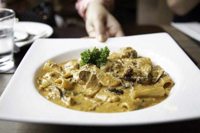 Ricette Cucina Italiana.Rigatoni Alla Boscaiola La Ricetta Del Primo Piatto Gustoso Tipico Della Cucina Italiana