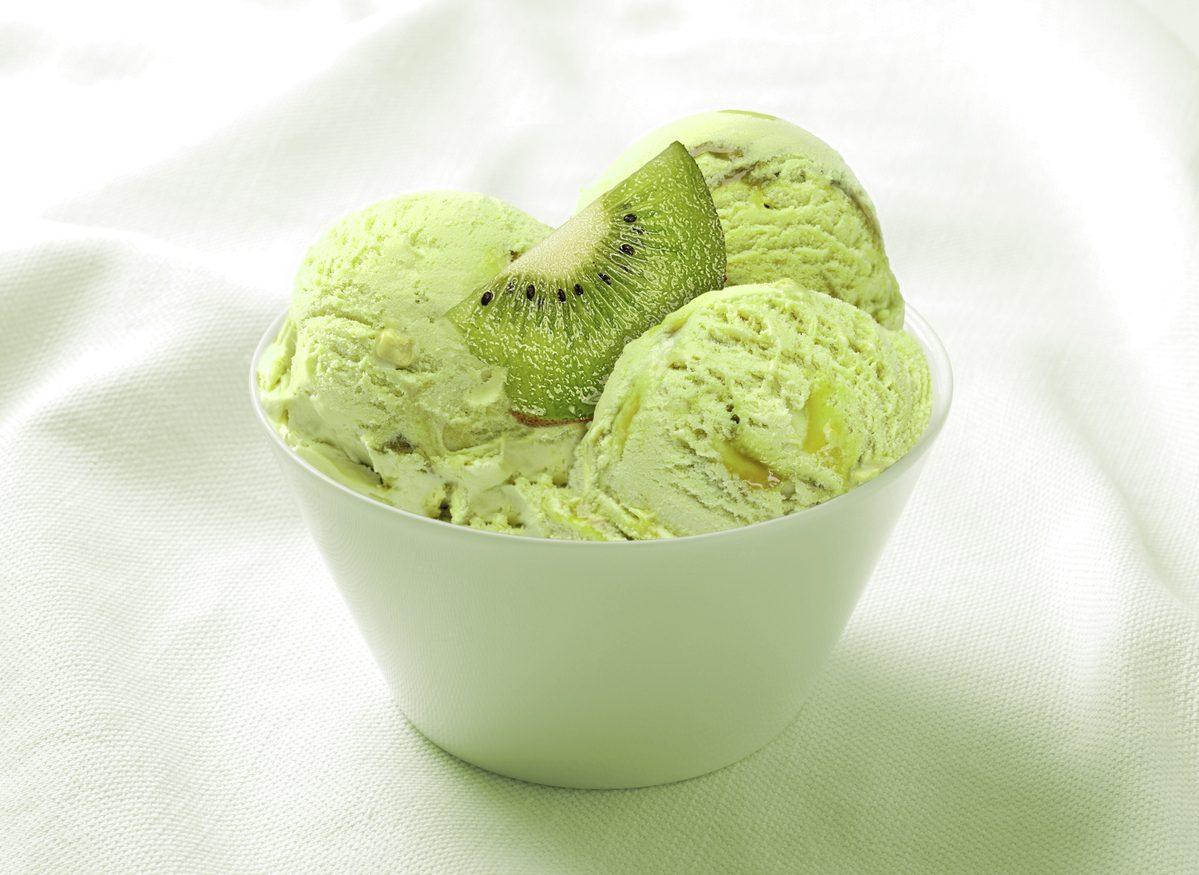 Gelato al kiwi: la ricetta per prepararlo a casa con o senza gelatiera