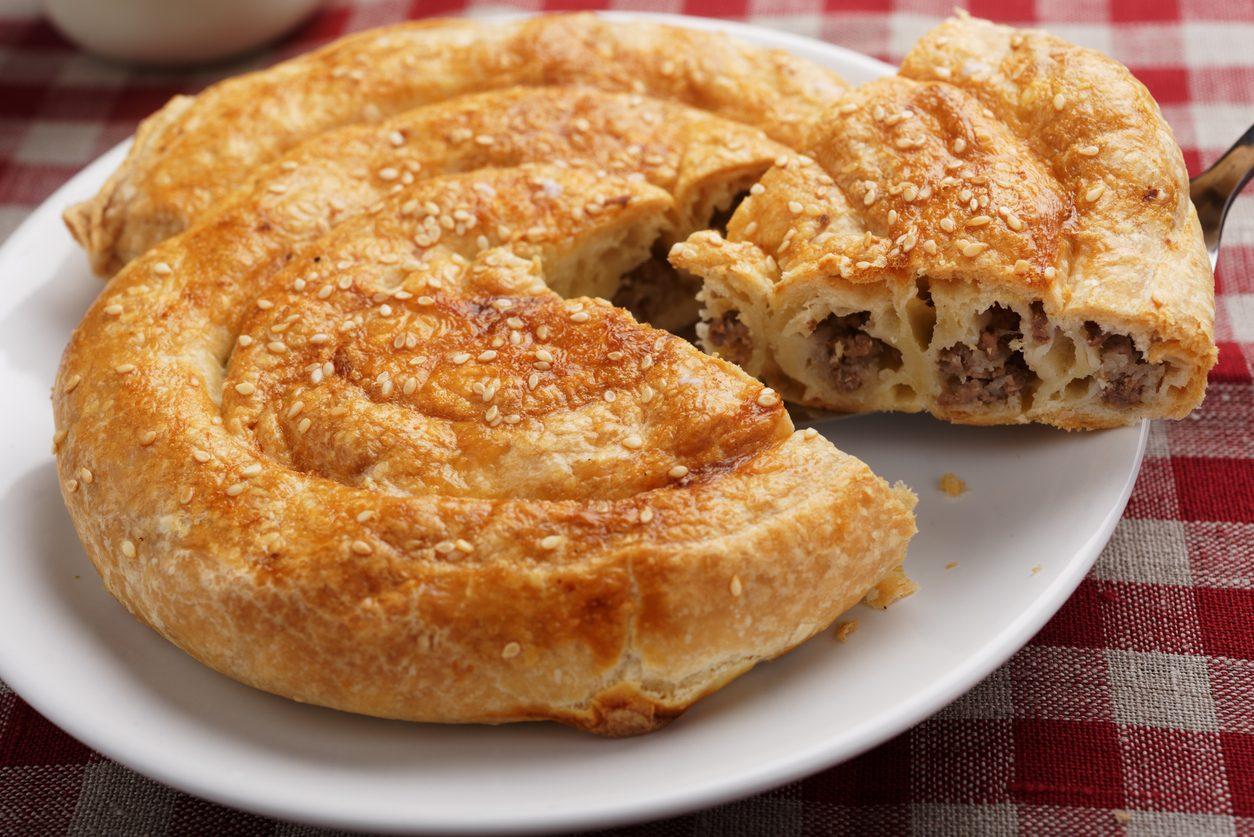 Burek di carne: la ricetta del piatto tradizionale della cucina turca e balcanica