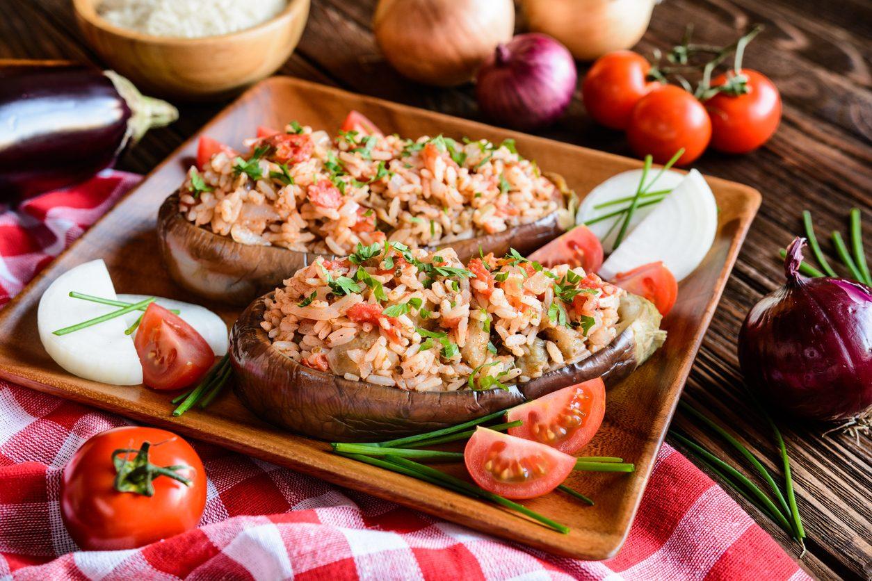 Melanzane ripiene di riso: la ricetta estiva salva cena