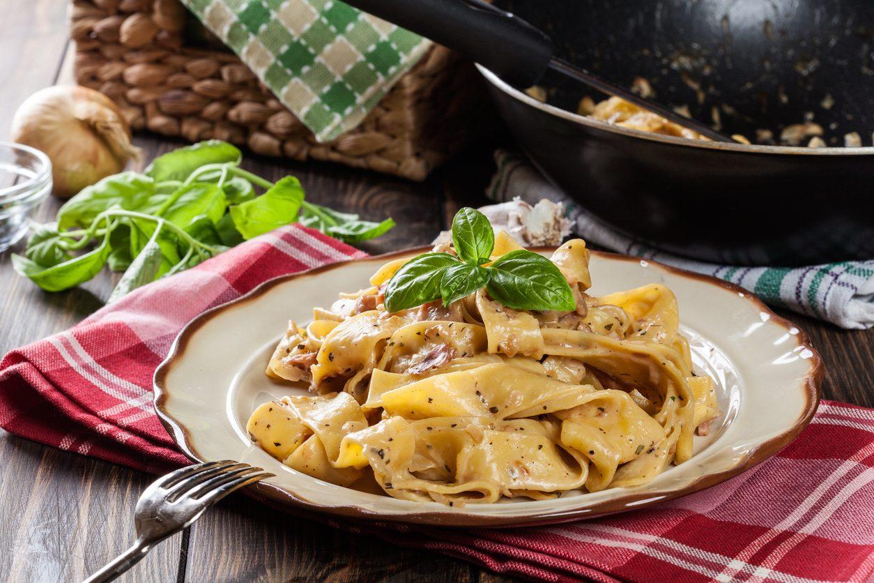 Pappardelle prosciutto e formaggio: la ricetta del piatto cremoso e ricco di sapore