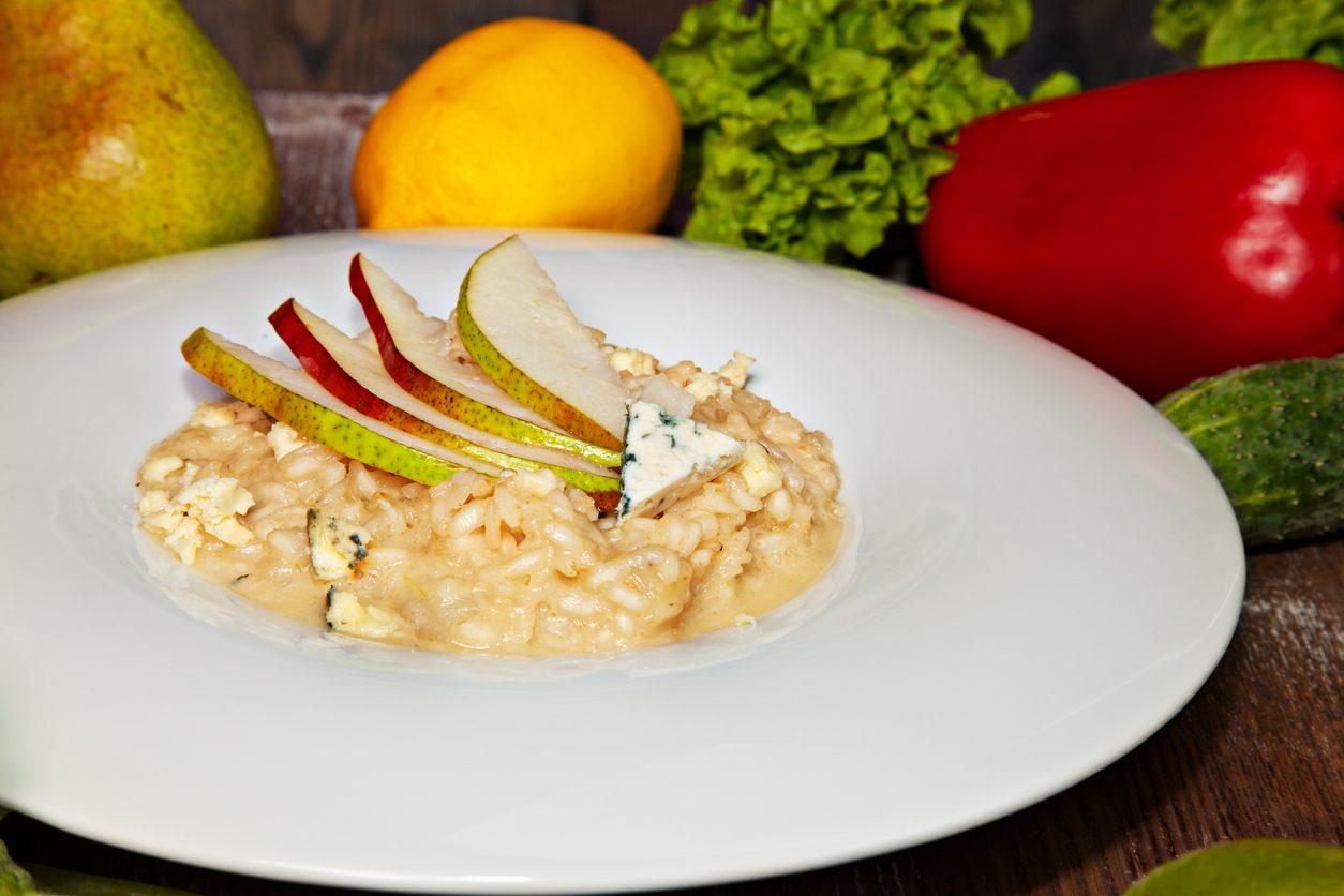 Risotto alle pere e gorgonzola: la ricetta del primo cremoso e gustoso