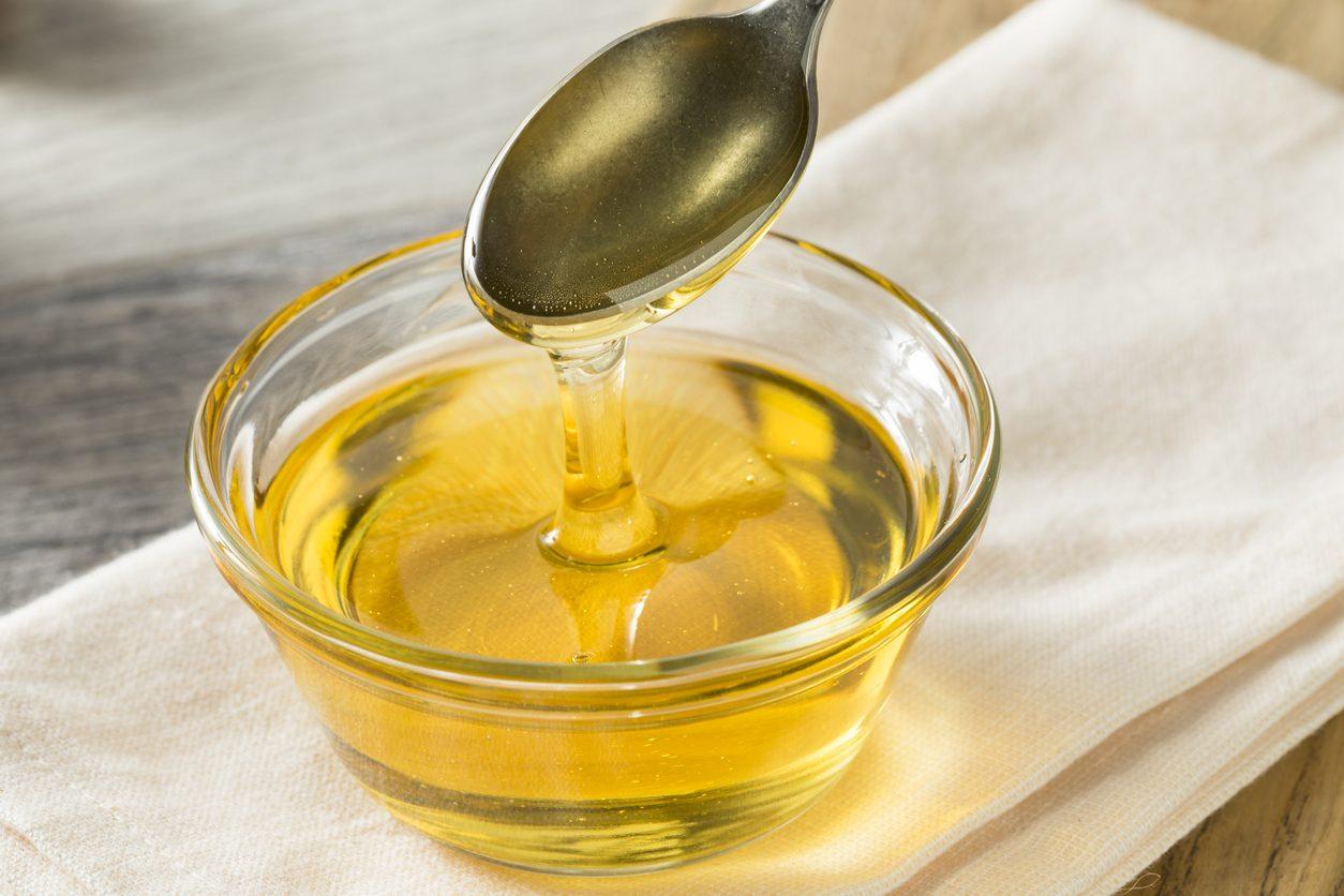 Cos'è lo zucchero liquido e come si prepara: consigli per utilizzarlo in cucina