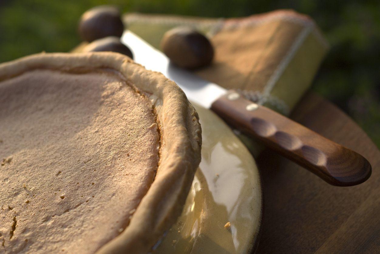 Crostata di castagne e cioccolato: la ricetta del dolce goloso perfetto per l'autunno