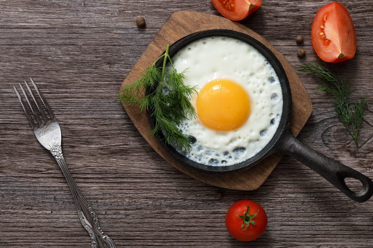 Uova al tegamino: la ricetta e le regole per prepararle alla perfezione