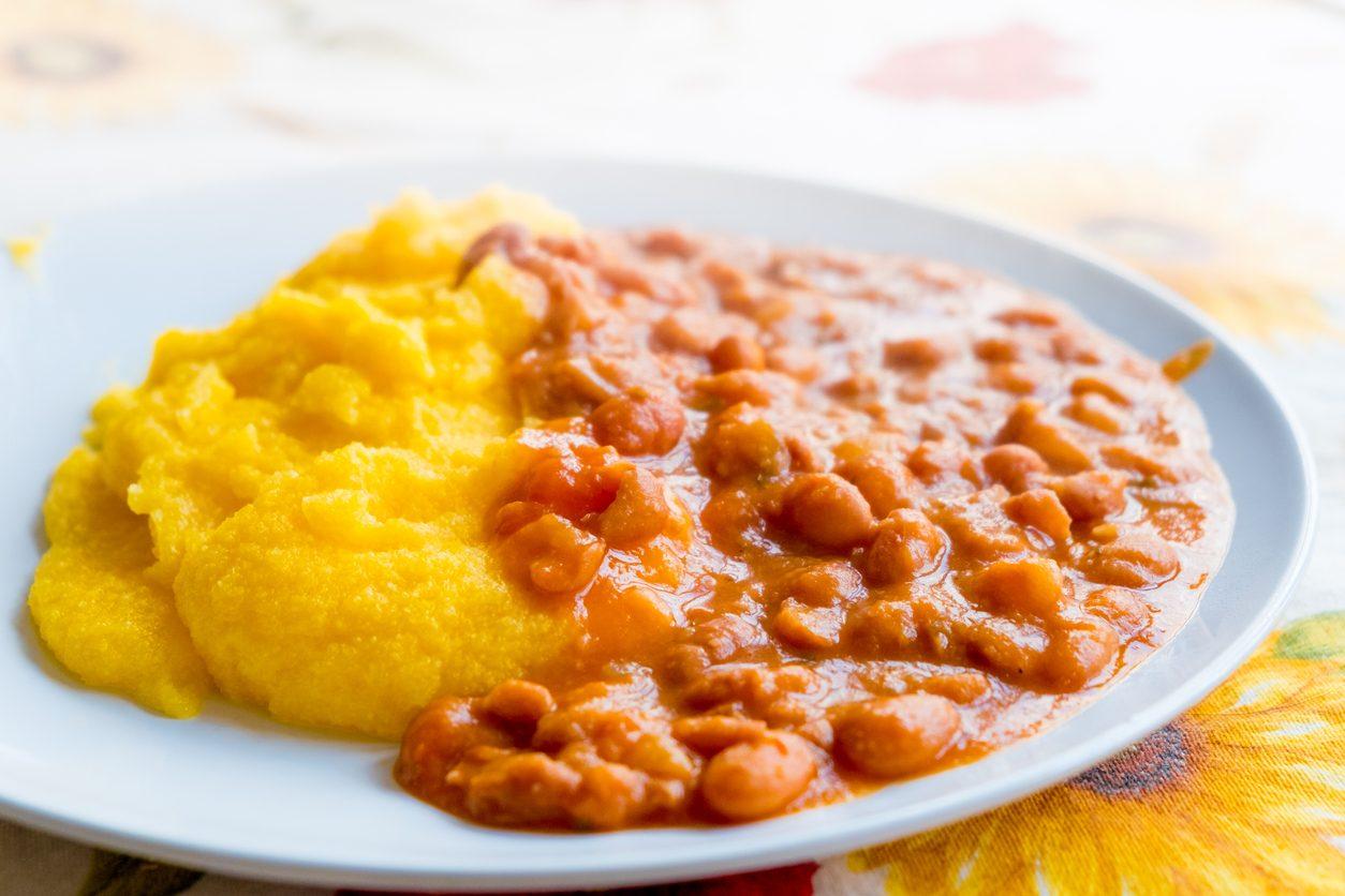 Polenta e fagioli: la ricetta del secondo piatto gustoso ideale per l'inverno