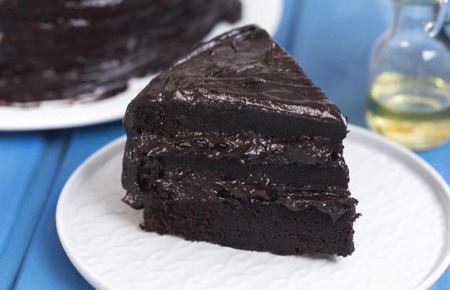 Torta al cioccolato extra fondente: la ricetta del dolce morbido e super goloso