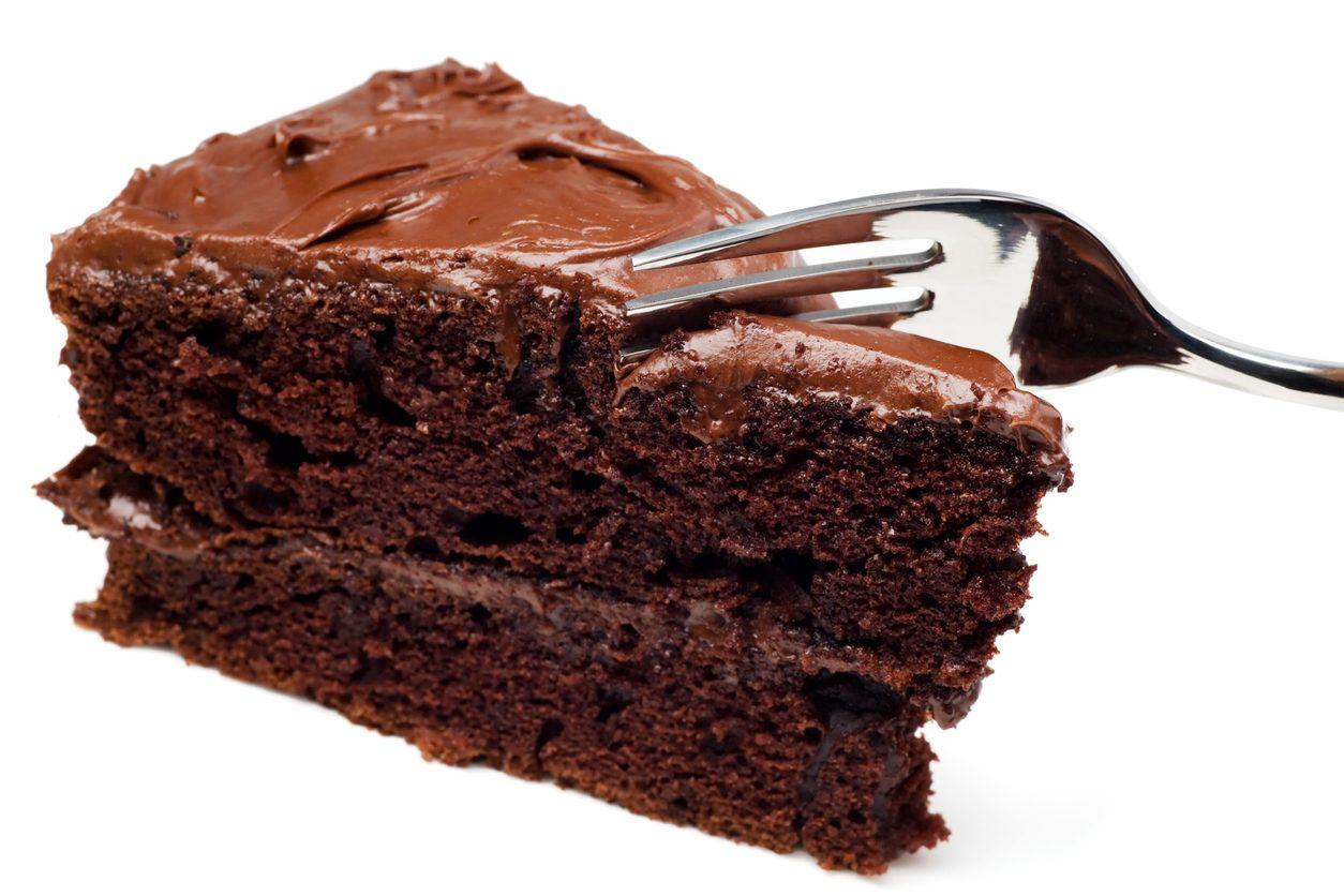 Torta nua al cioccolato: la ricetta della torta golosa con il cuore morbido