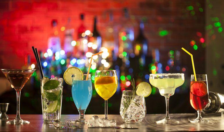 I cocktail più famosi al mondo: i 10 drink più bevuti con storia e ricette