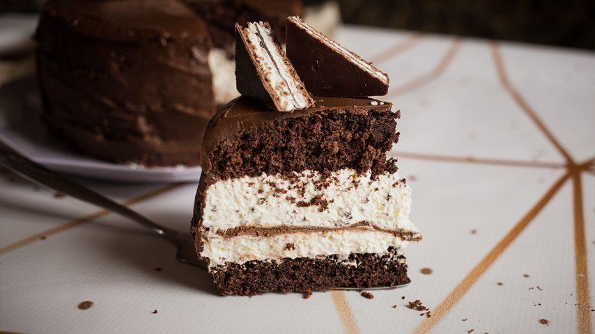 Torta crema e cioccolato: la ricetta del dolce a strati ricco e goloso