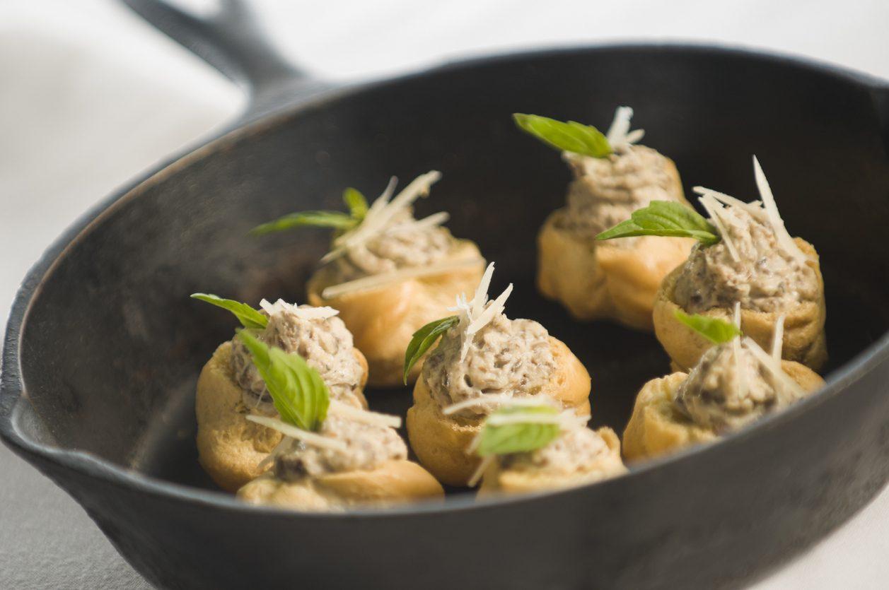 Bignè ai funghi: la ricetta del finger food vegetariano sfizioso