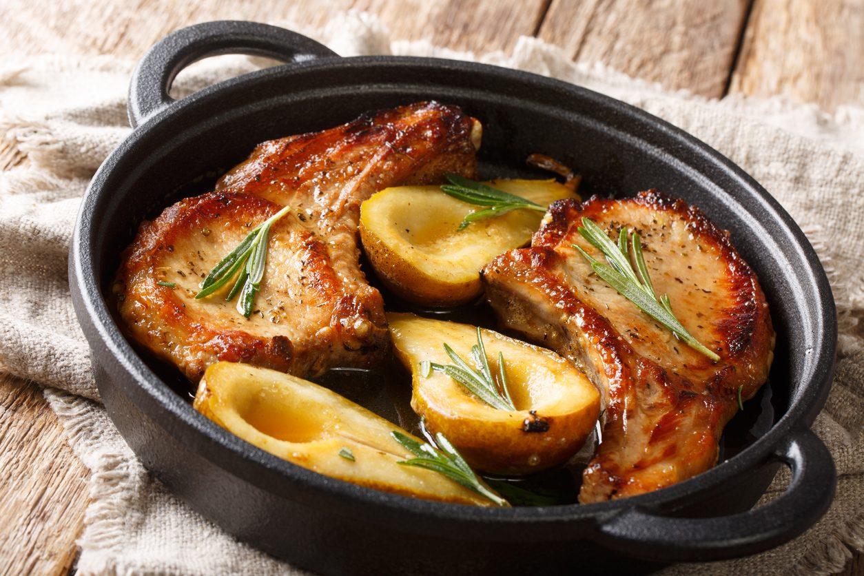 Filetto di maiale alle pere: la ricetta del secondo piatto alternativo e delicato