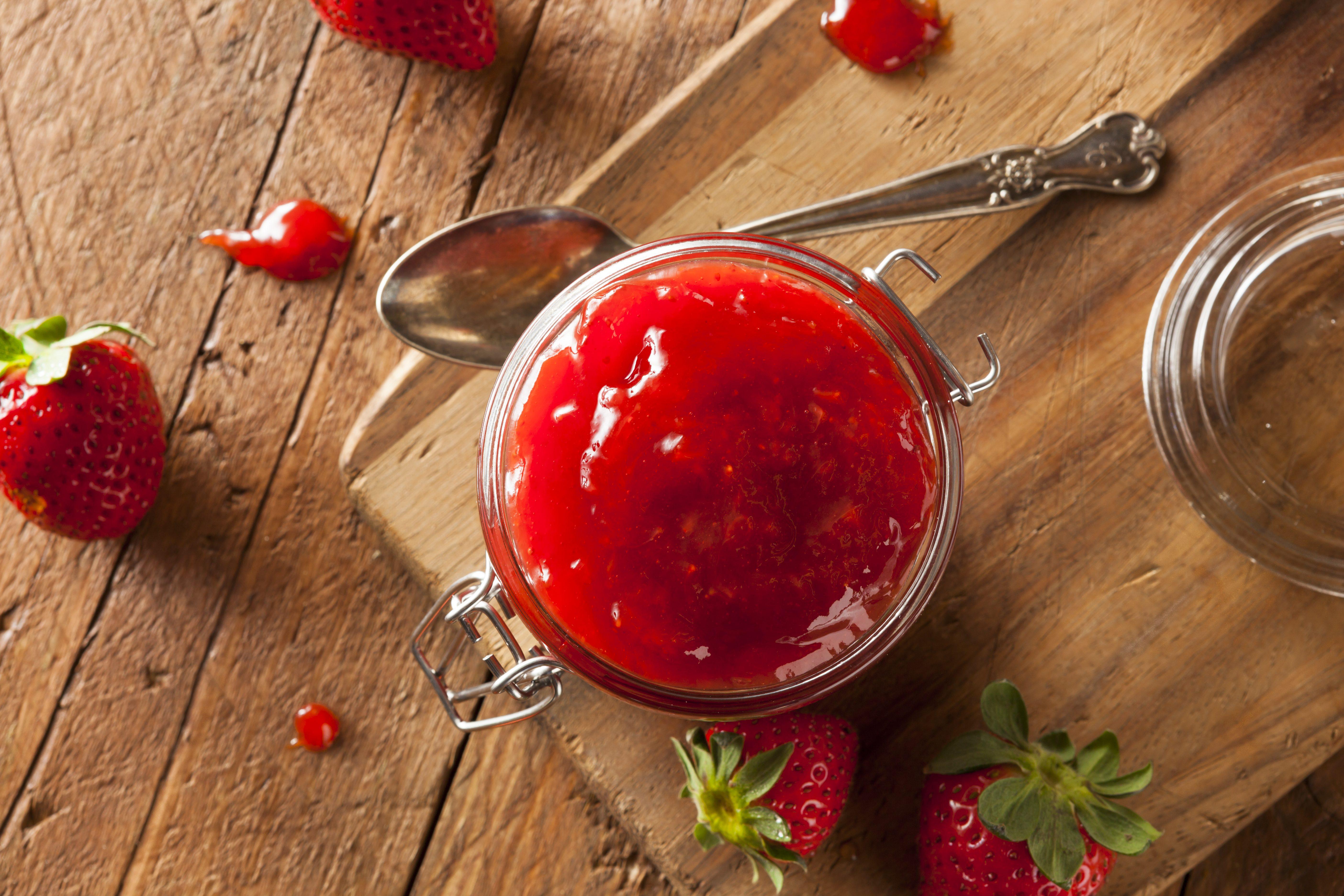 Gelatina di fragole: la ricetta fresca e multiuso