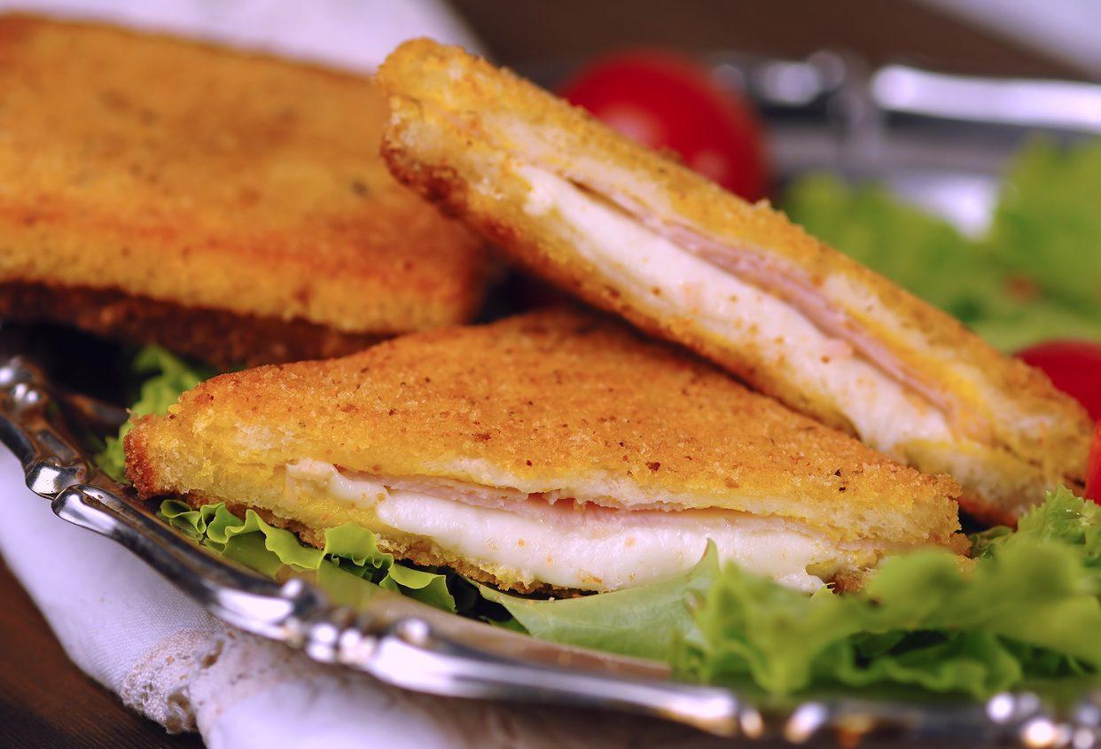 Mozzarella in carrozza con prosciutto cotto: la ricetta dell'antipasto semplice e sfizioso