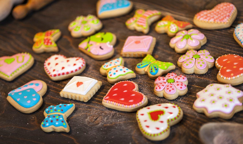 Biscotti glassati: la ricetta dei frollini semplici e decorati