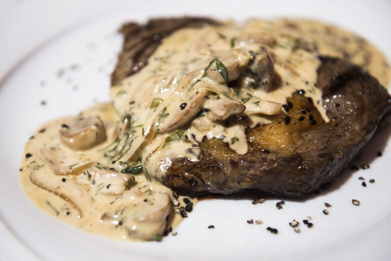 Filetto di maiale ai funghi: la ricetta del secondo piatto con porcini veloce e raffinato