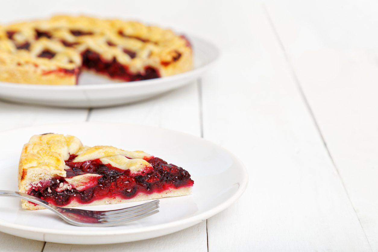 Crostata di farro con marmellata ai frutti di bosco: la ricetta del dolce rustico e goloso