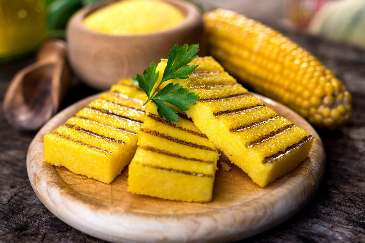 Polenta grigliata: la ricetta sfiziosa e saporita alla griglia o alla piastra