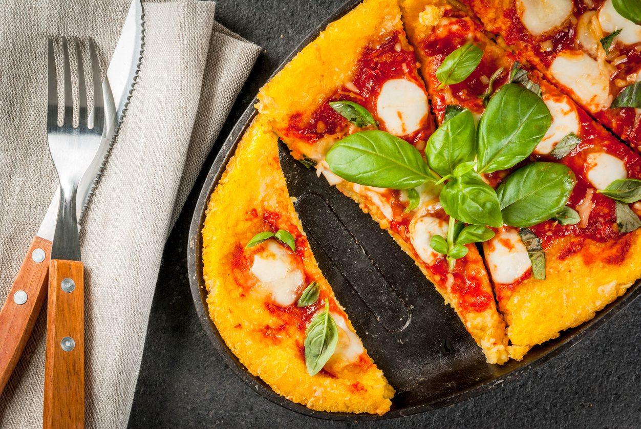 Pizza di polenta: la ricetta della pietanza facile e saporita
