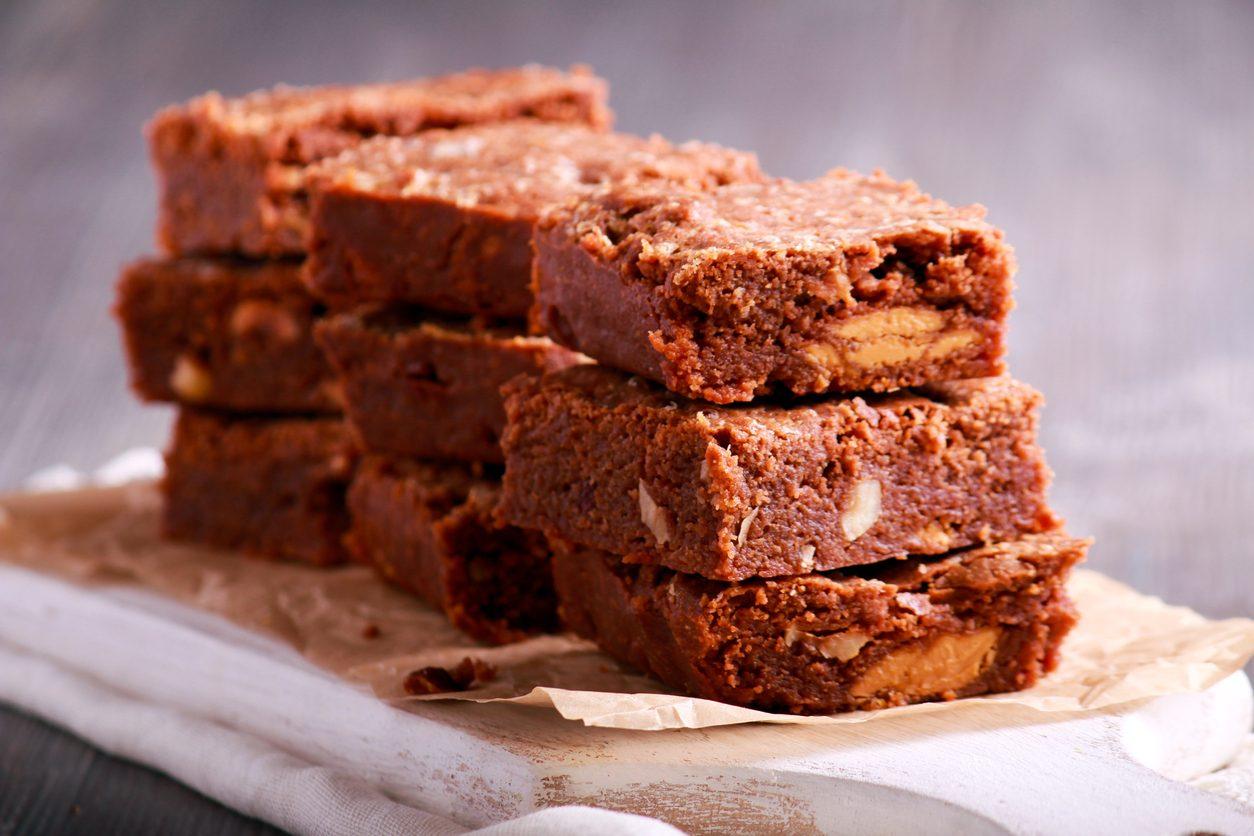 Brownies alle nocciole: la ricetta dei dolcetti al cioccolato morbidi e golosi