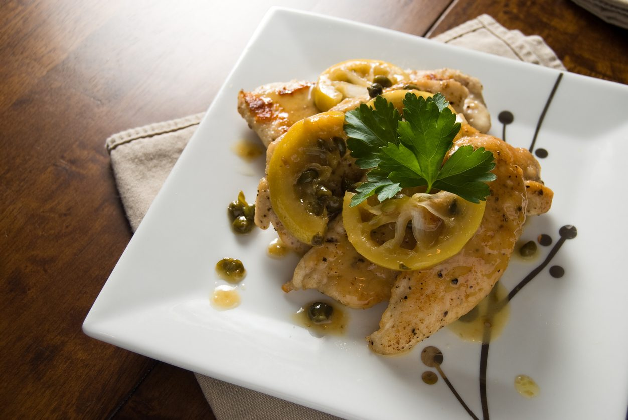 Pollo al limone e capperi: la ricetta del secondo piatto cremoso e saporito