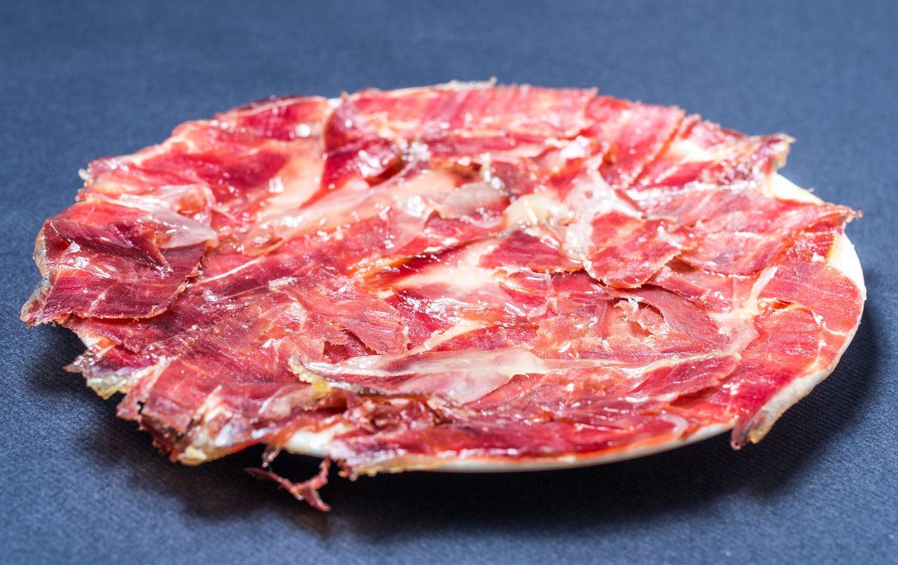 Jamon serrano: cosa c'è da sapere sul prosciutto crudo più amato dagli spagnoli