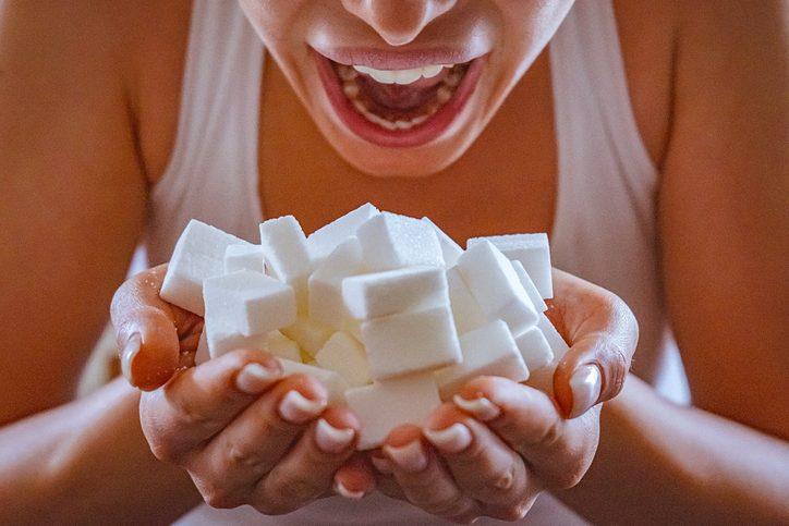 Lo zucchero fa male? Miti da sfatare, quantità giornaliere e tipologie