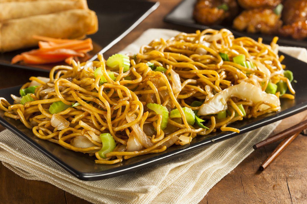 Noodles fritti: la ricetta del piatto orientale condito con verdure