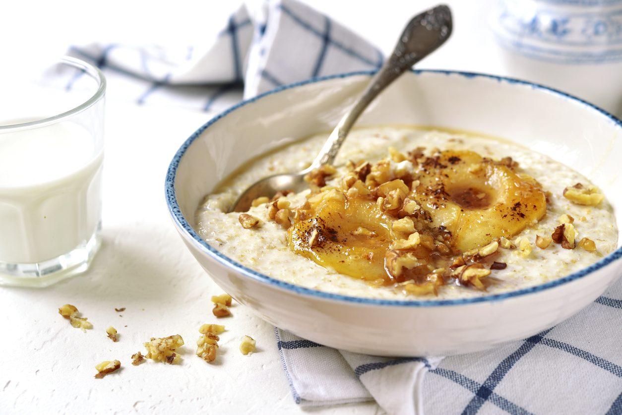 Porridge di pere e noci: la ricetta inglese per una colazione alternativa