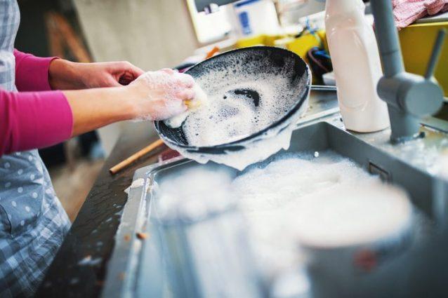 pulire le pentole con l'aceto: ecco come fare