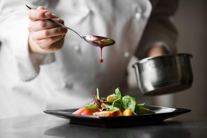 Cucina gourmet a portata di tasche: i 10 ristoranti stellati più economici d'Italia