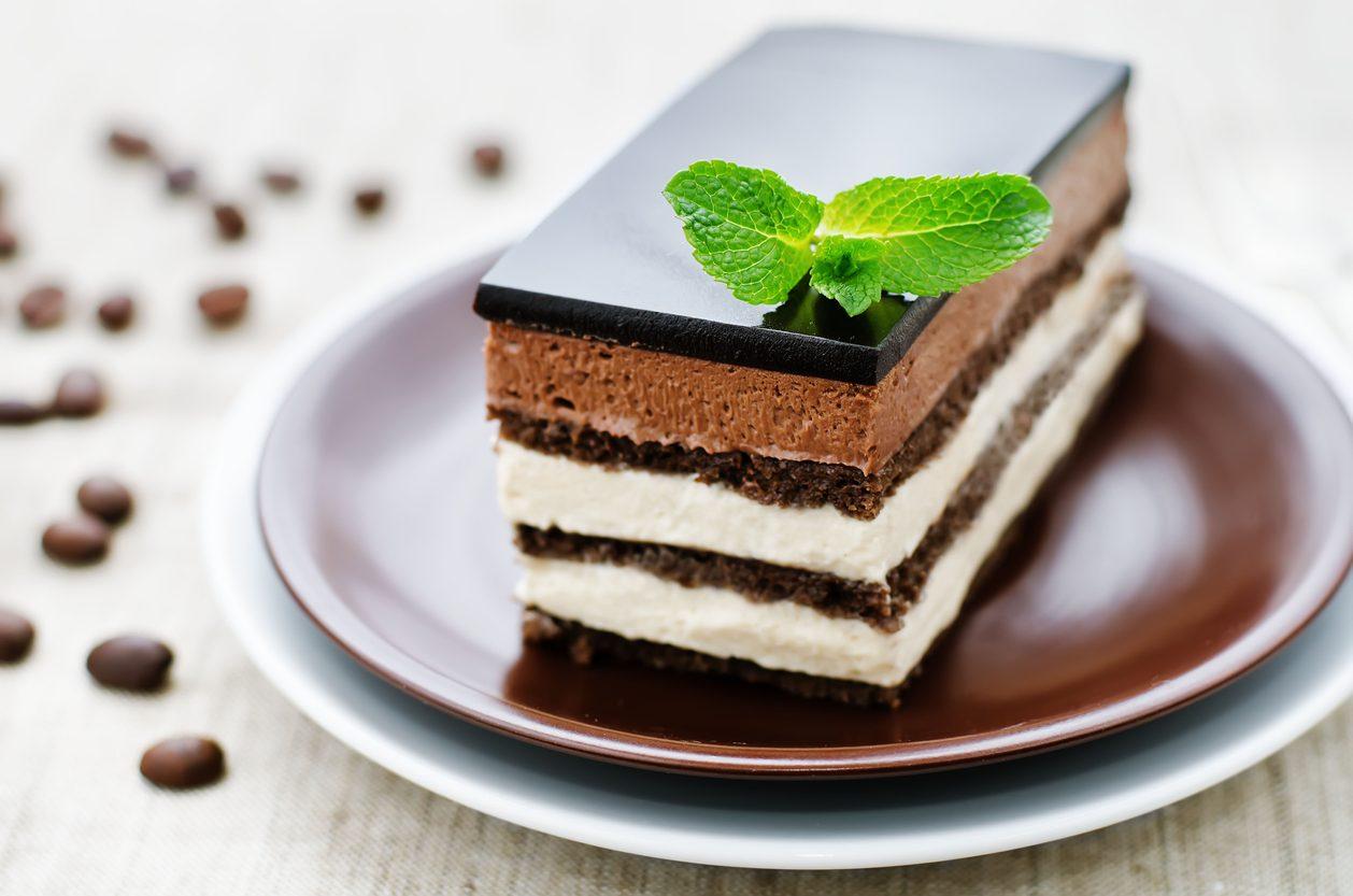 Torta Opera: la ricetta del dolce francese con cioccolato, mandorle e caffè