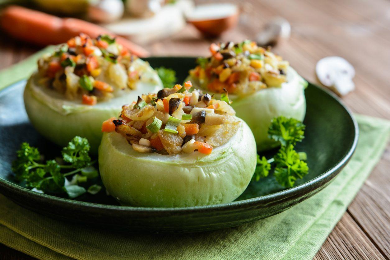 Cavolo rapa ripieno di funghi, cipolla e carote: la ricetta dell'antipasto di verdure