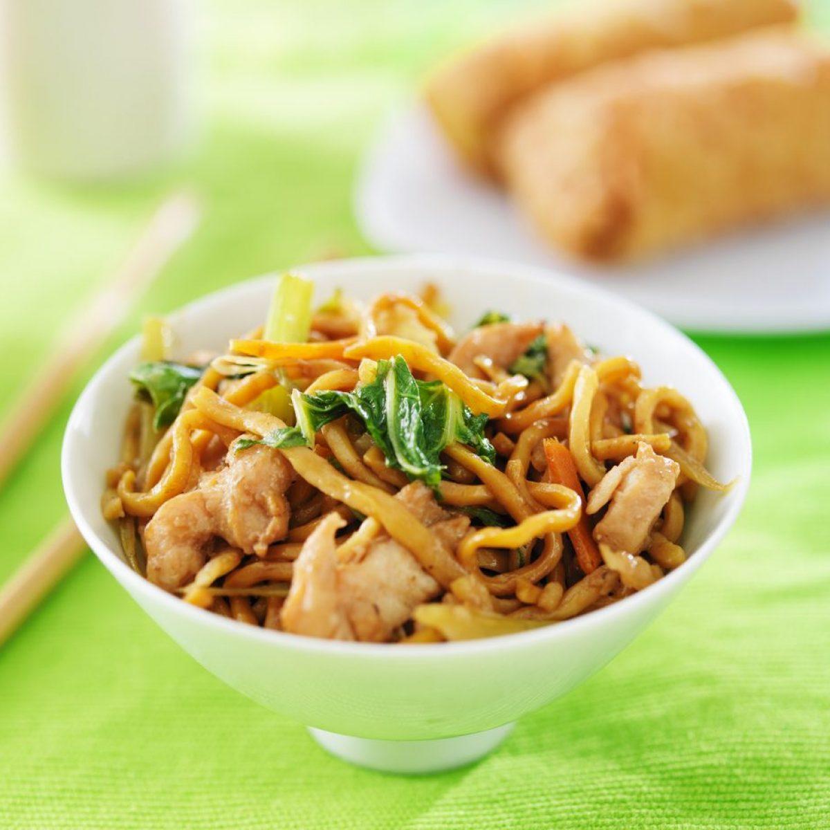 Ricetta Noodles Giapponesi Pollo.Noodles Con Pollo E Verdure La Ricetta Del Piatto Unico Dal Sapore Orientale