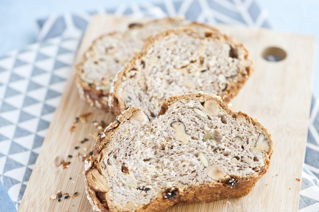 Pane alle nocciole: la ricetta del lievitato morbido dal sapore particolare
