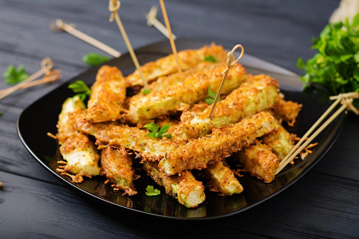 Stick di avocado fritti: la ricetta dei bastoncini impanati croccanti e gustosi