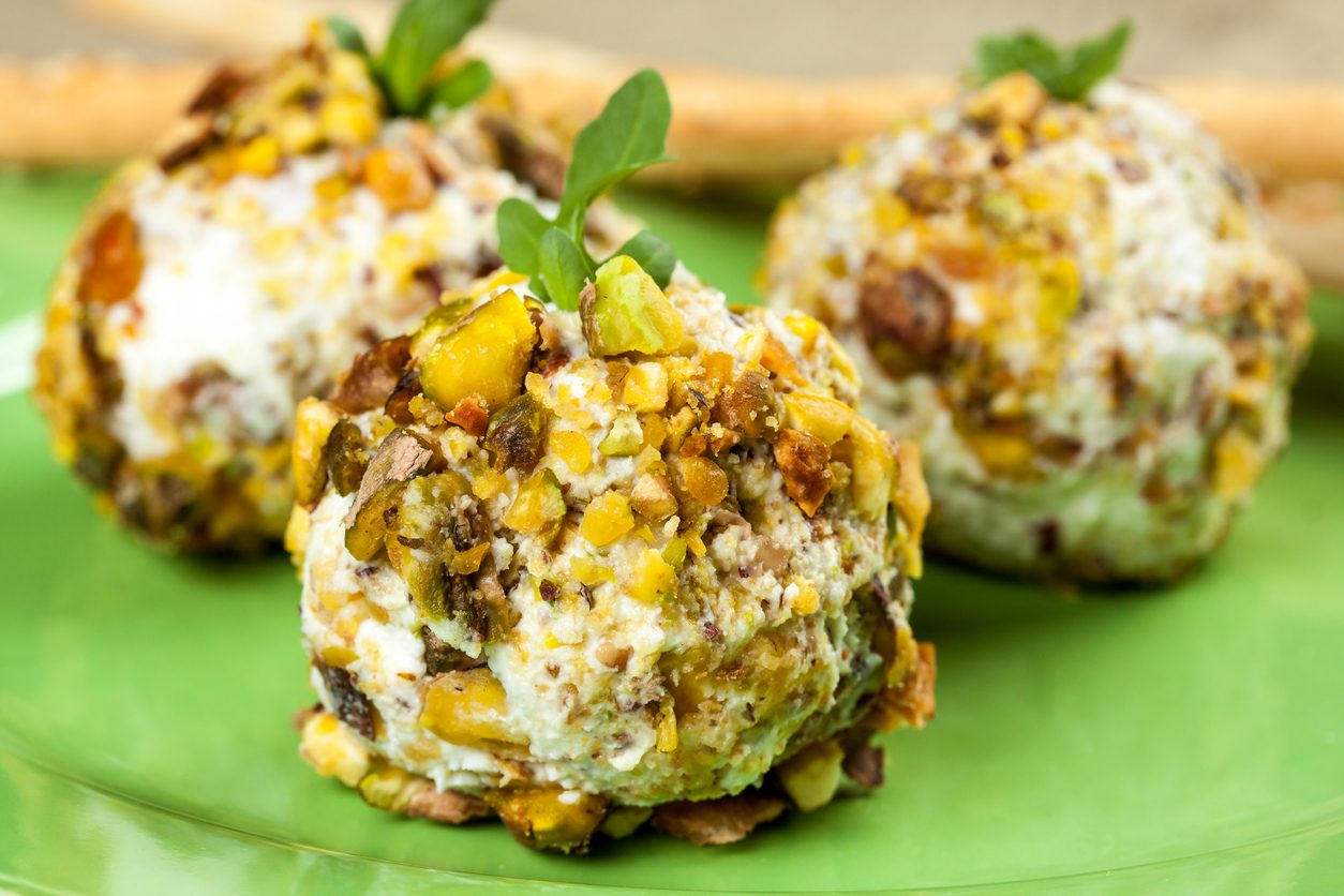 Tartufini di gorgonzola: la ricetta dell'antipasto raffinato con granella di pistacchi