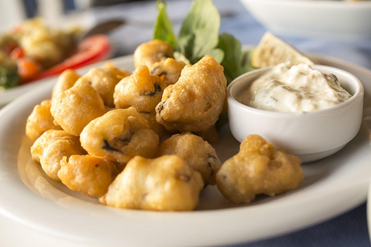Cena di pesce, le ricette per un menù economico: le cozze fritte