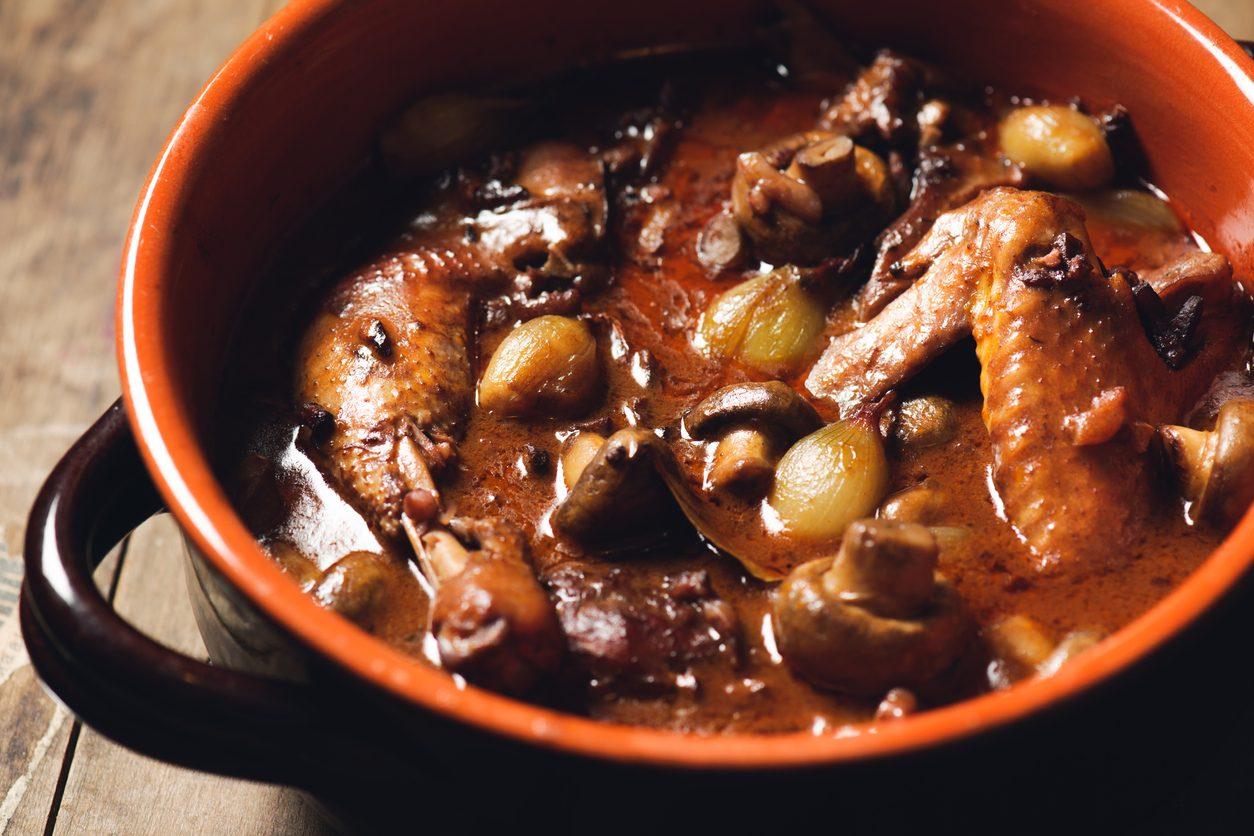 Coq au vin: la ricetta dello spezzatino tradizionale francese