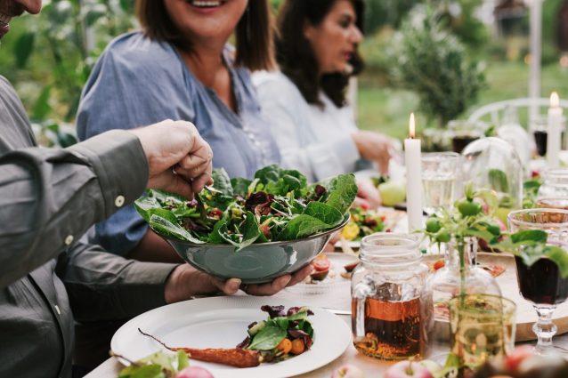 La dieta vegana riduce le emissioni nocive: lo studio di Oxford