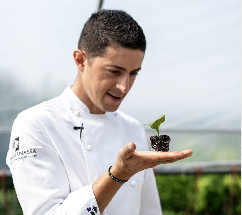 Lo chef Michelangelo Mammoliti nel suo orto