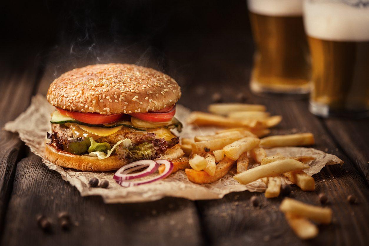 piatti tipici inglesi: burger and fries