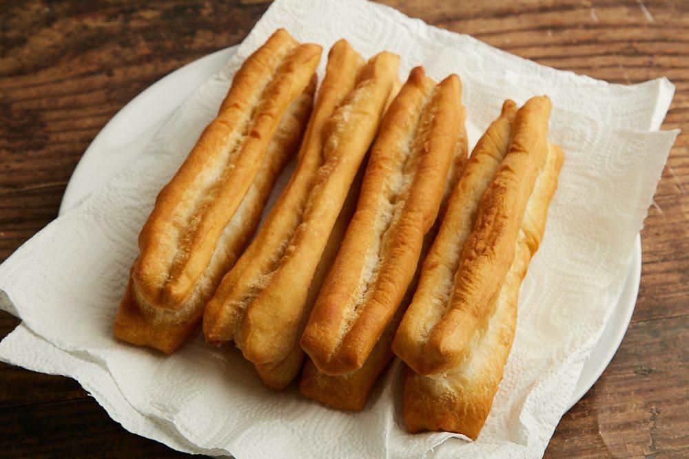 Youtiao: la ricetta del pane fritto cinese che si serve a colazione
