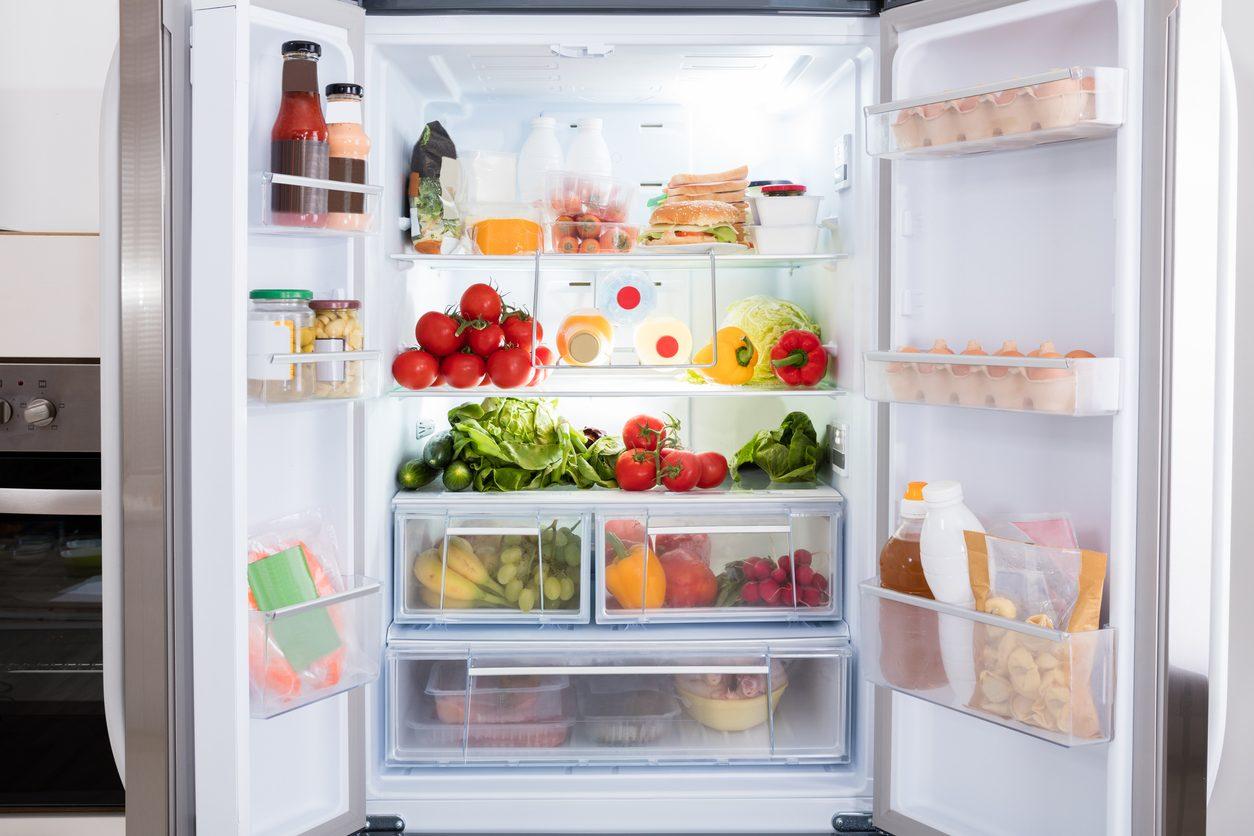 Come disporre gli alimenti in frigorifero: i consigli utili per sistemarli correttamente