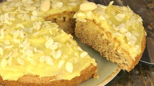 Torta di mandorle senza farina e senza lievito: la ricetta del dolce soffice e leggero