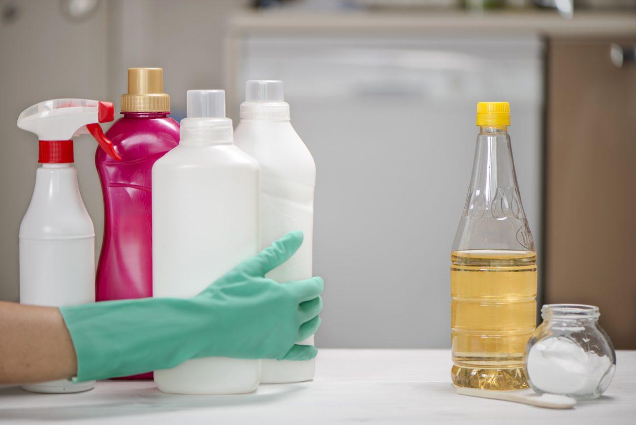 Come pulire il forno col bicarbonato e senza detersivi