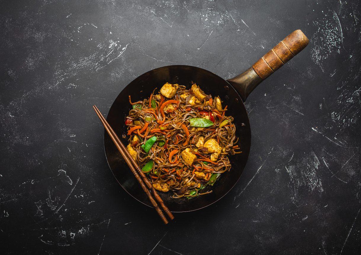 Come usare il wok: i segreti della pentola cinese e 5 ricette da provare