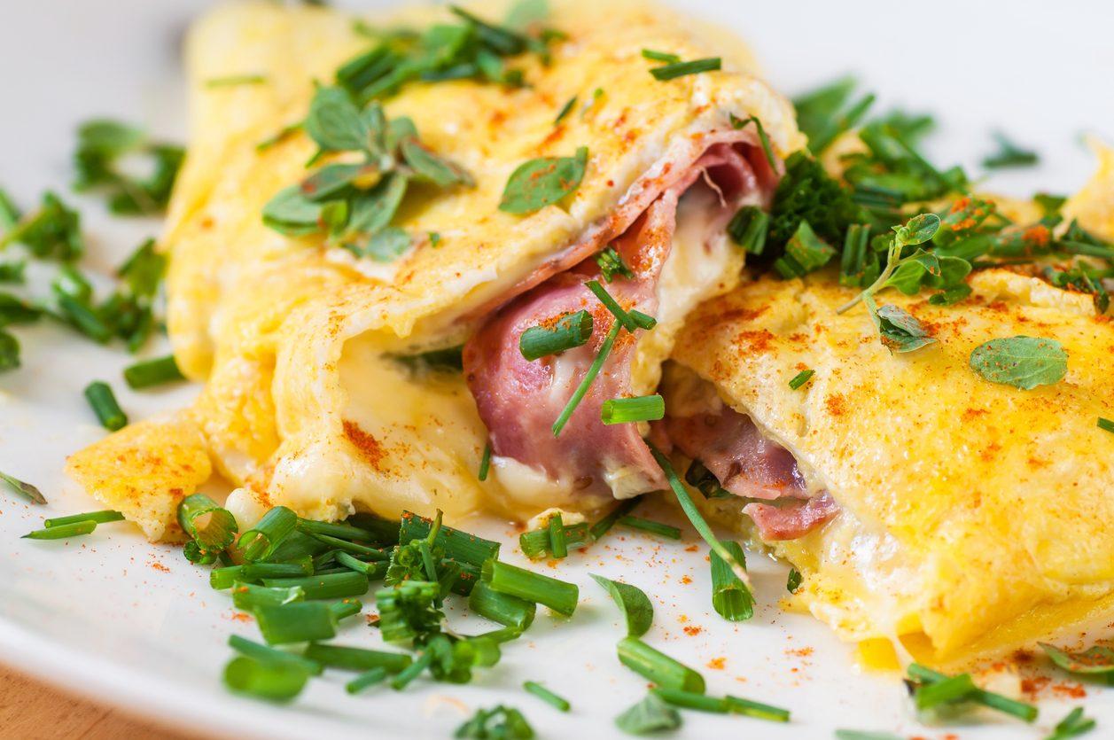 Ricetta Omelette Prosciutto E Funghi.Frittata Con Prosciutto E Formaggio La Ricetta Del Secondo Alternativo E Sfizioso